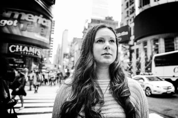Rachel Handler hat einen Traum: sie will trotz ihrer Behinderung hier am Broadway auftreten. Foto: Markus Huth