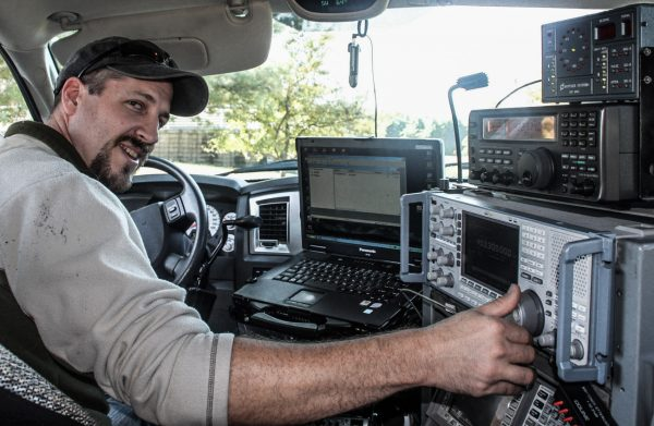 Jonah Bauserman sucht illegale Wlan-Netze (Foto: Steve Przybilla)